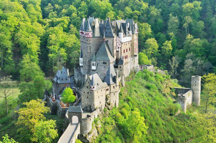 TRAVELBOOK zeigt 8 Orte in Deutschland, die unsere Blogger besucht haben. Vom  Eltzer Burgpanorama bis zum Siebenmühlental.