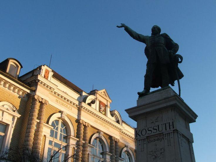 Kossuth-szobor Miskolc - Szobrok, Látnivalók / Szobor