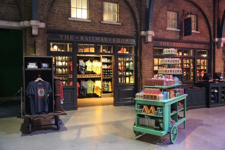 Railway Shop Platform 9 ¾, Backlot Café & The Butterbeer Bar by Lumsden Design, London – UK » Retail Design Blog