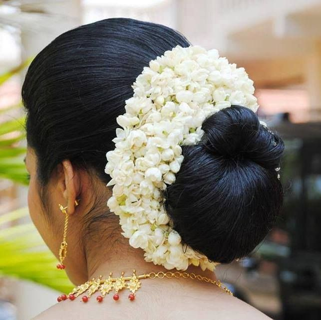 Wedding Hairstyle With Jasmine Flower: What A Beautiful Large Low Bun With Real Flower Gajra