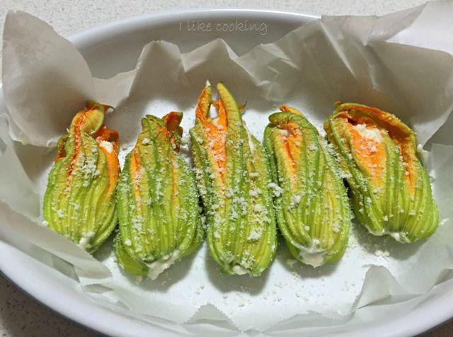 Fiori di zucchina ripieni al forno