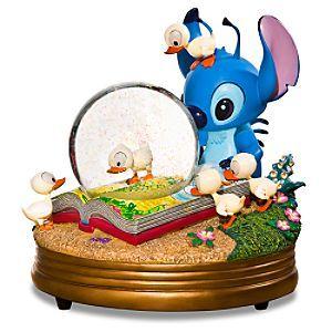 wat een schatje. nu nog zien waar deze te koop is.  Disney Snowglobes Collectors Guide: Stitch & ducklings Snowglobe