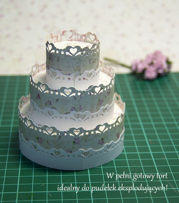 Tutorial on how to make cake for explosion box (foreign language but pictures tell the story)