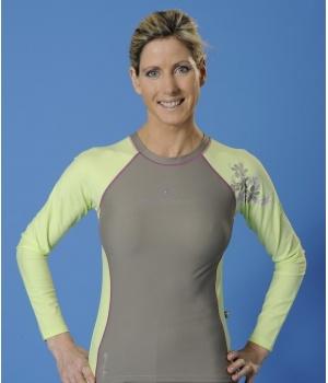 T-shirt anti UV femme Mayoparasol, collection Fango.  >> Découvrez toutes nos collections de maillots de bain anti UV et vêtements anti UV bébé, enfant, adulte sur www.mayoparasol.com