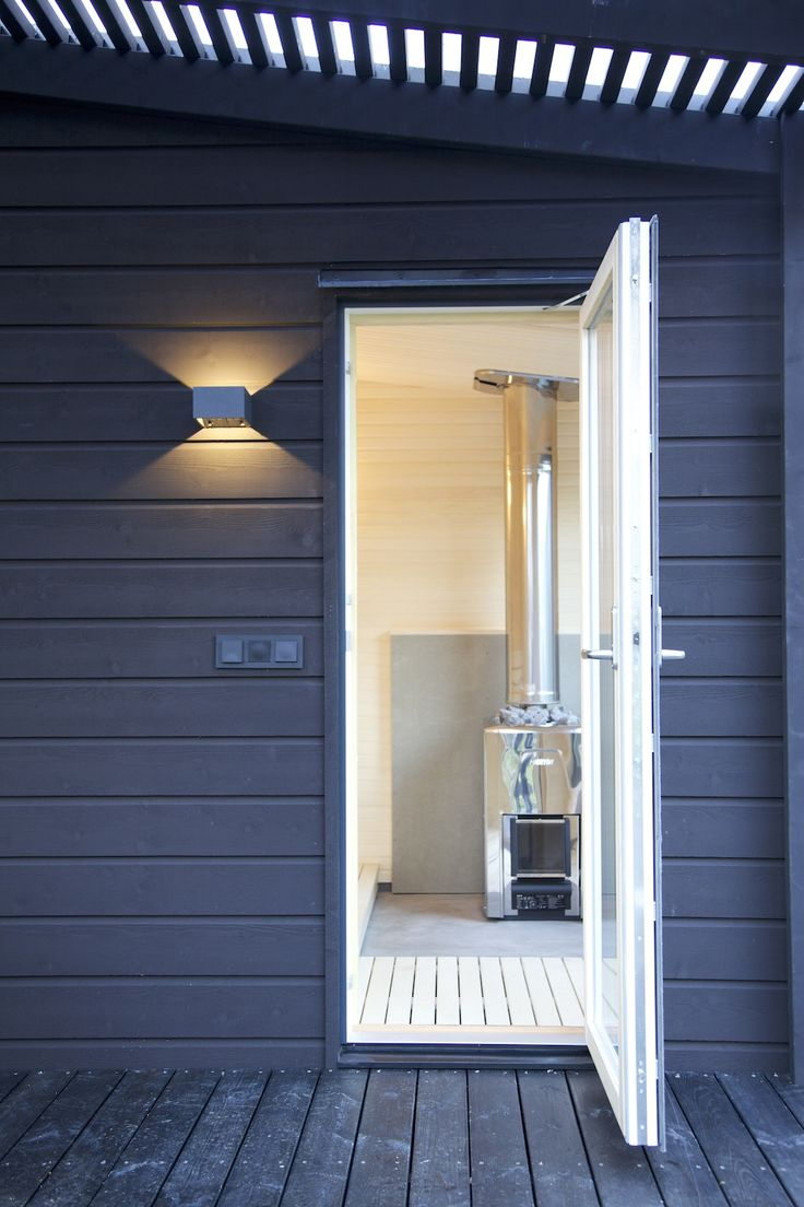 Entrance to Arjan Modern Small Sauna