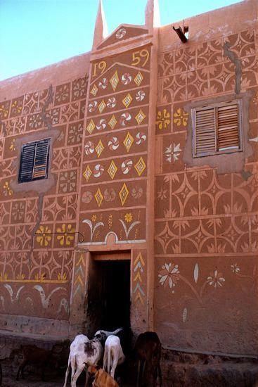 Africa | Traditionally decored Haussa house. Zinder, Niger | ©Michel Renaudeau