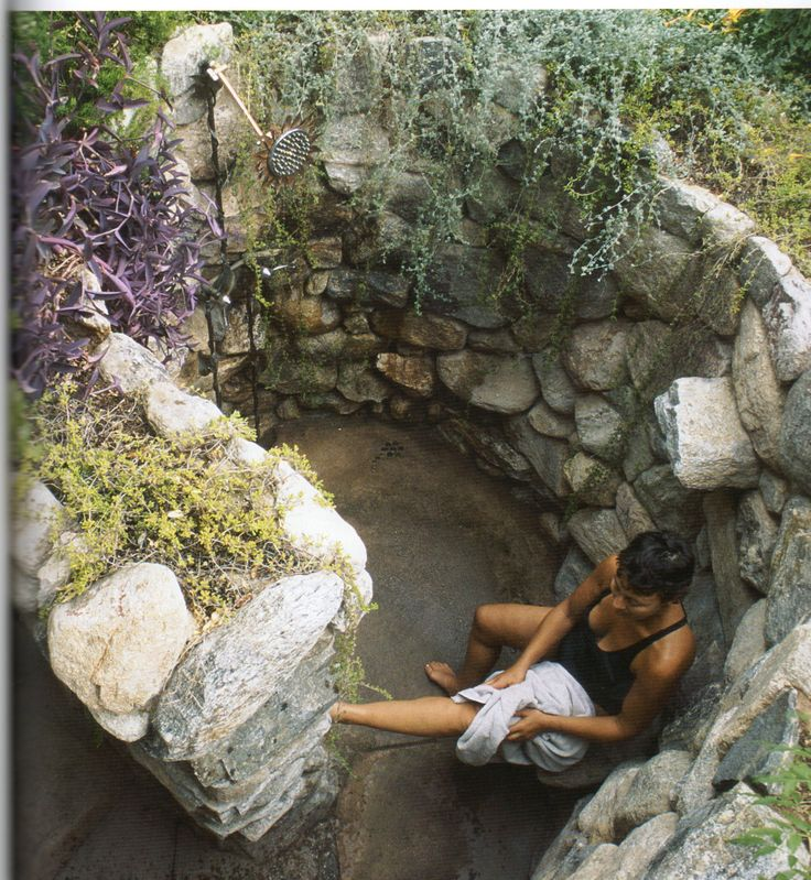 Outdoor Shower  Love this rock walled shower