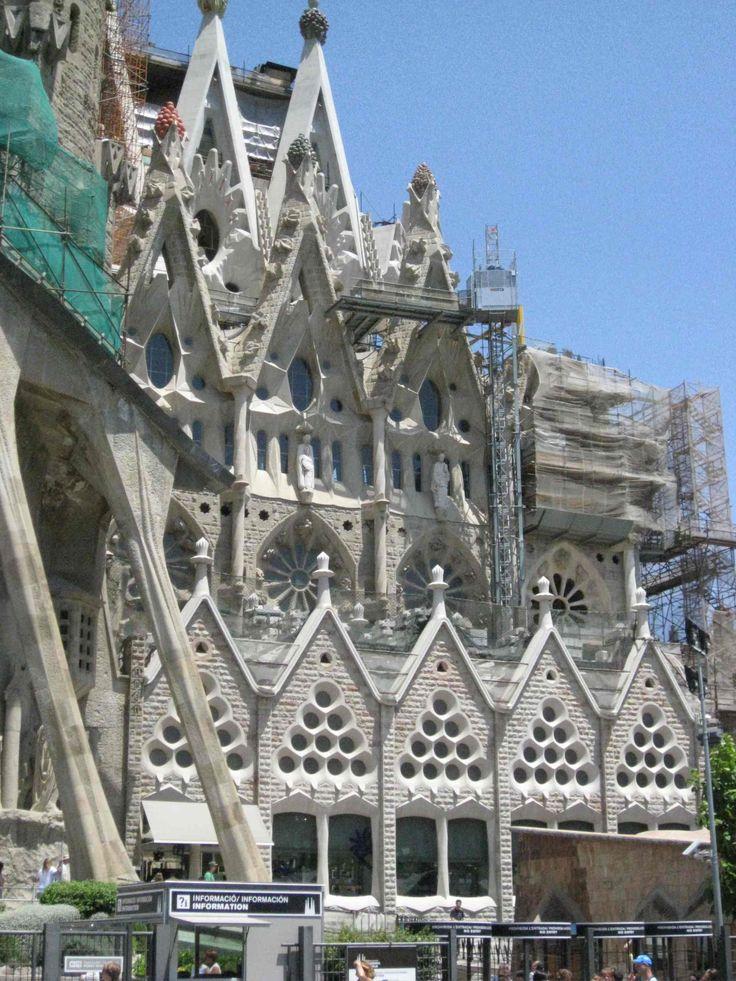 46 best architecture gaudi images on pinterest - Cubina barcelona ...