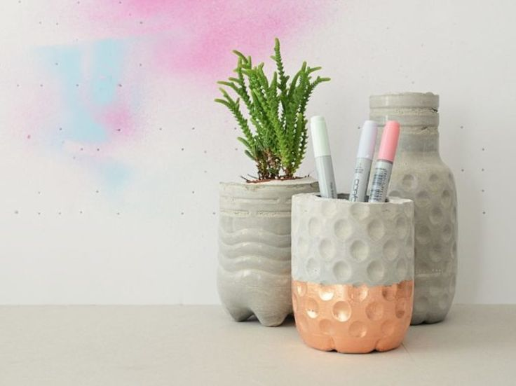 Free DIY: Dekorative Behälter aus Beton herstellen, geeignet als Vase, Stift Halter oder Kerzenständer / Free DIY: decorative concrete container, usable as a vase, pen holder or candle holder via DaWanda.com