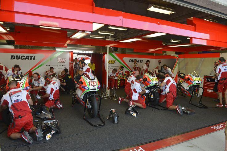 Ducati_MotoGP_Garage.24.jpg 1,728×1,150 pixels