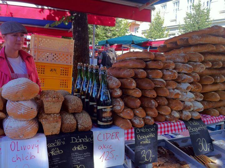 """Farmářské trhy """"Jiřák"""" in Praha, Hlavní město Praha  wochenmarkt"""