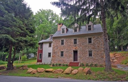 18th century stone house, I really love the old stone homes.
