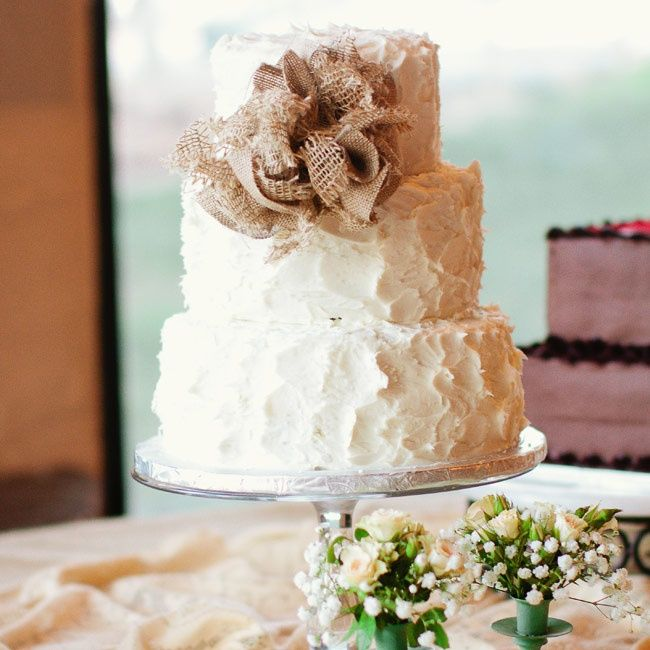 Love the idea of a simple white cake for the vow renewal. But not with the burlap bow! Just not my style.