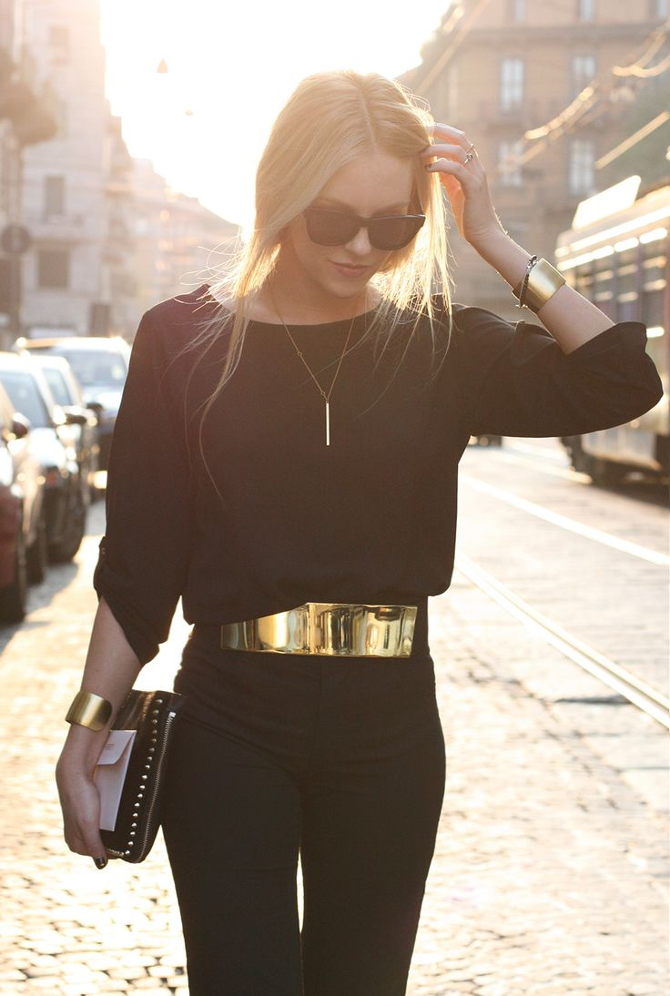 Gold belt worn perfectly.: Blackgold, Gold Belts, Fashion Style, All Black, Clothes, Street Style, Black Outfit, Styles, Black Gold