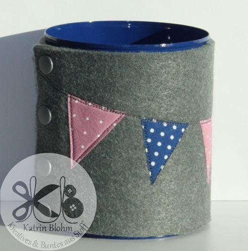 DaWanda - Stiftdose - blaue Dose, grauer Filz, rosa dunkelblau gemusterter Stoff (Wimpel)