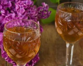 Vin d'oranges à la levure de bière : http://www.fourchette-et-bikini.fr/recettes/recettes-minceur/vin-doranges-a-la-levure-de-biere.html