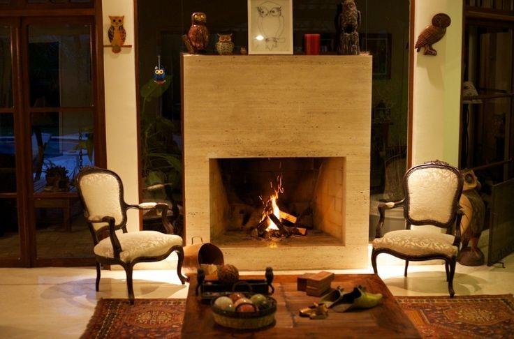 Lareiras compõem salas aconchegantes e espaços de relaxamento para o inverno
