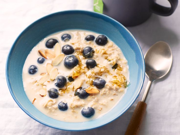 No-Cook Blueberry-Almond Oatmeal