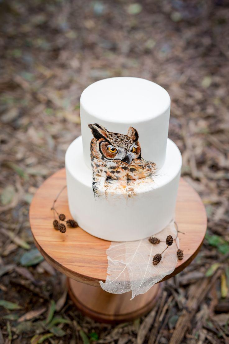 Hand painted owl wedding cake 🎂   Sweet deer cakes