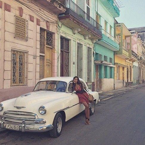Mădălina Ghenea, femeia care sucește mințile oricărui bărbat. Fermecătoare și sexy în Cuba!