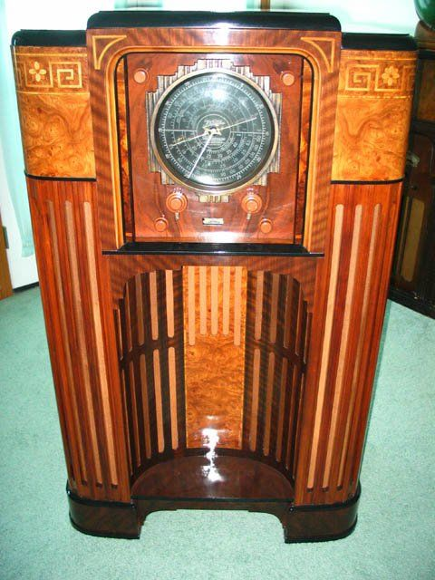 -Michael O'Brien's museum and gallery is dedicated to vintage radios from  yesteryear. - Top 25+ Best Antique Radio Ideas On Pinterest Radios, Retro