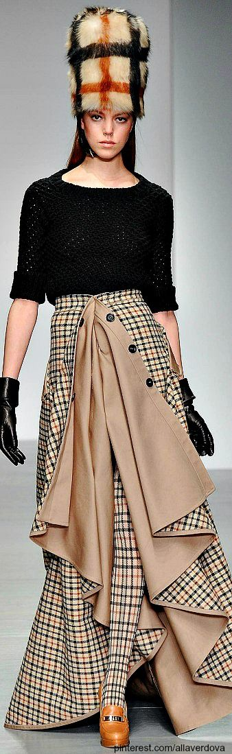 (not too keen on these hats...but love the detail in the skirts!)  FALL 2014 READY-TO-WEAR Daks