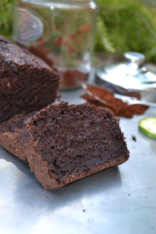 Cake courgette & chocolat #vegan Mélange sec :  260 g farine (j'ai mis moitié T80 / moitié farine de riz complet) 130 g sucre blond de canne 70 g de cacao (aller jusqu'à 90 ou 100 g pour un goût chocolaté plus prononcé) 40 g fécule 2 càc poudre à lever 1 càc bicarbonate 1 pincée de sel  Mélange liquide :  330 g courgettes râpées 150 g purée de pomme 150 ml eau 30 g (2 càs) huile de coco fondue 1 càc vinaigre de cidre