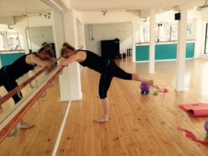 Glutes at the barre - extended leg  http://www.barrenz.co.nz/barre-project/