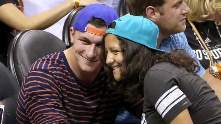 Johnny Manziel attends Game 2 of NBA Finals, wears Cleveland Cavs hat while LeBron James plays