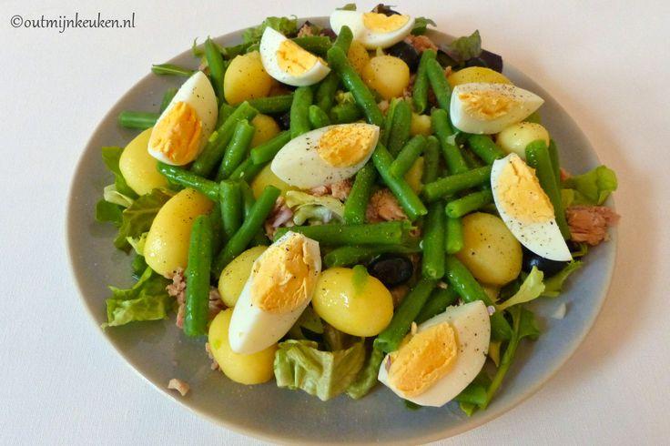 Recept | Klassieke Salade Niçoise met tonijn, sperzieboontjes en krieltjes. Heerlijke maaltijdsalade als lunch of als lichte hoofdmaaltijd.