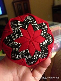 Free Pattern – Quilted Christmas Ornaments (no sew) with a VIDEO - My Mom made these in shiny fabrics in the colours she loved. Now I know how it's done!