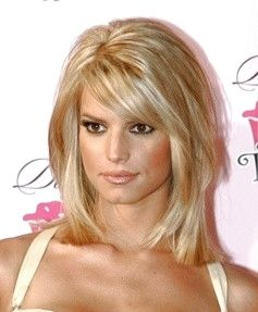 LOVE Jessica Simpson layered bob haircut here!  So cute!