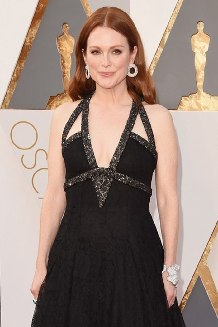 Julianne Moore in Chopard at the 2016 Oscars