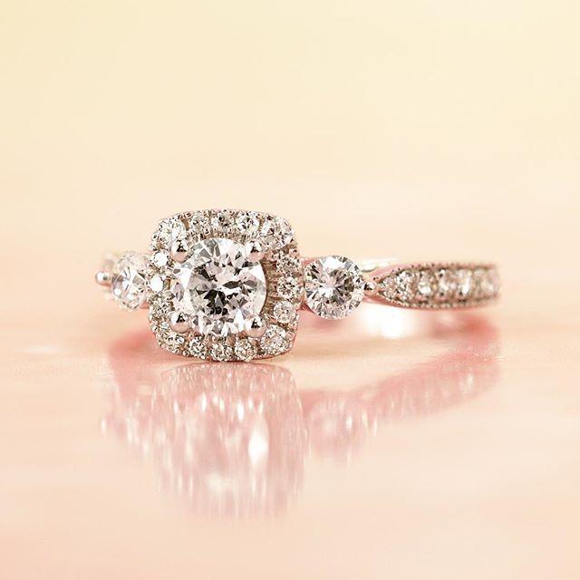 Sparkle 💎 Sparkle 💎    #parisjewellers #diamond #celebrateyourstory #sparkle #shesaidyes #ring #engagement #engagementring #love