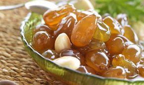 Ένα από τα καλύτερα γλυκά του καλοκαιριού που συνοδεύει θαυμάσια τον ελληνικό καφέ και ταιριάζει απόλυτα με το στραγγιστό γιαούρτι. Φτιάχνεται γρήγορα και εύκολα αφού το σταφύλι που χρησιμοποιούμε (σουλτανίνα) δεν έχει κουκούτσια.
