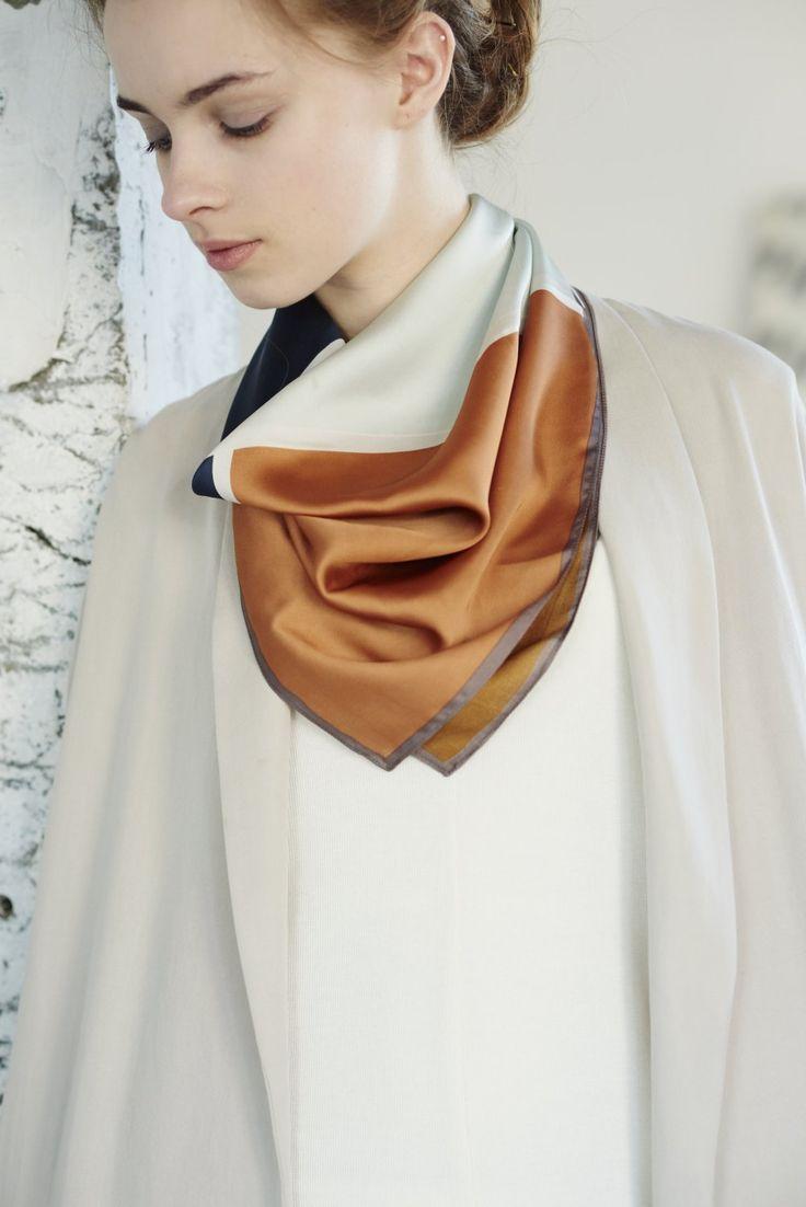ROPÉ PICNIC PASSAGE(ロペピクニックパサージュ)|スクエアパターン柄スカーフ scarf|BLUE #J'aDoRe JUN ONLINE #J'aDoRe Magazine 最旬にアップデートしたスカーフを活用!これまで、コンサバ派の定番アイテムとして君臨していたスカーフが、この春はイットなトレンドアイテムとしてブレイクしそう。レトロなグラニー(おばあちゃんのような)柄やバンダナ柄がホット。ヘアアレンジの小物としてプラスワン。