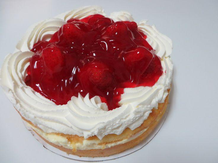 I love strawberry boston cake from vons bakery i eat it
