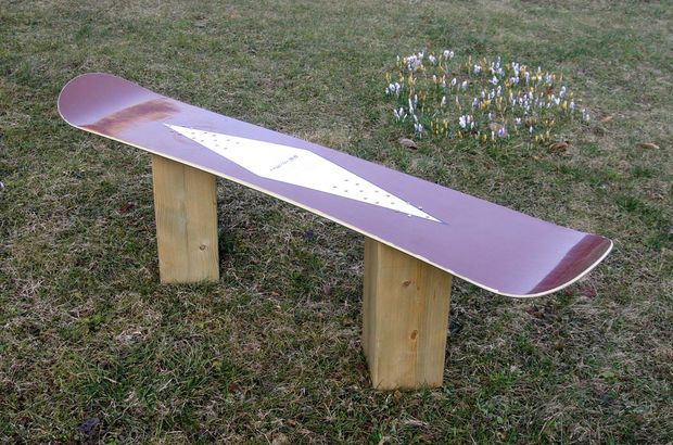 Picture of How to make a Snowboard Bench from an old board