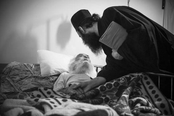 Omul bolnav nu trebuie să apeleze la medicamente ca la un procedeu magic fără să ceară ajutorul lui Dumnezeu | La Taifas