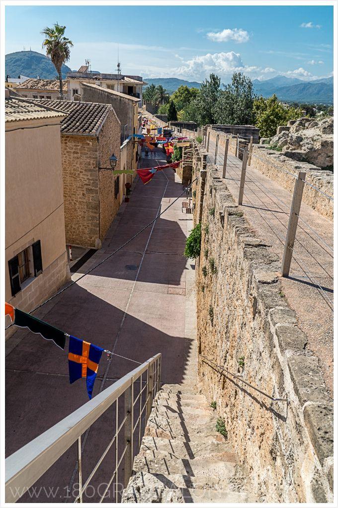 Mallorca - Sightseeing in Alcudia mit der mittelalterlichen Stadtmauer. Ein Ausflug Tipp der sich lohnt!