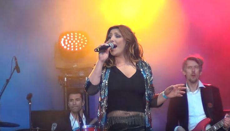 Έλενα Παπαρίζου: Δείτε την εμφάνισή της στο Eurovision Village (φωτογραφίες & βίντεο)