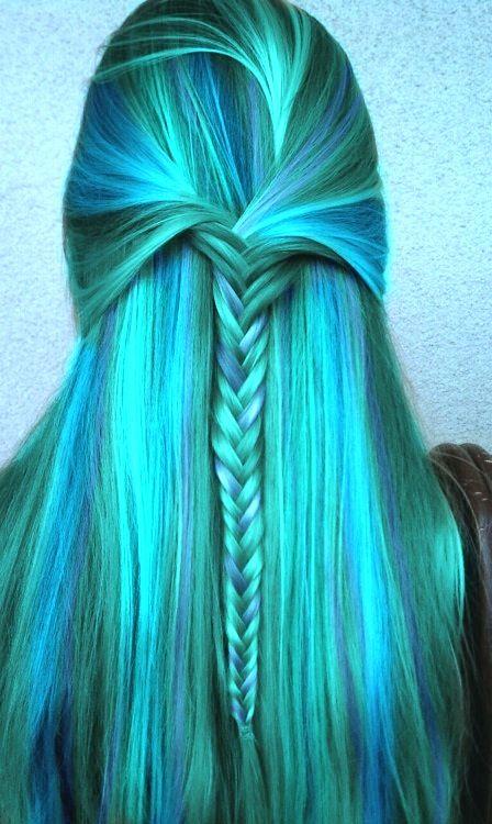 turquoise hair.  um, yah.✧