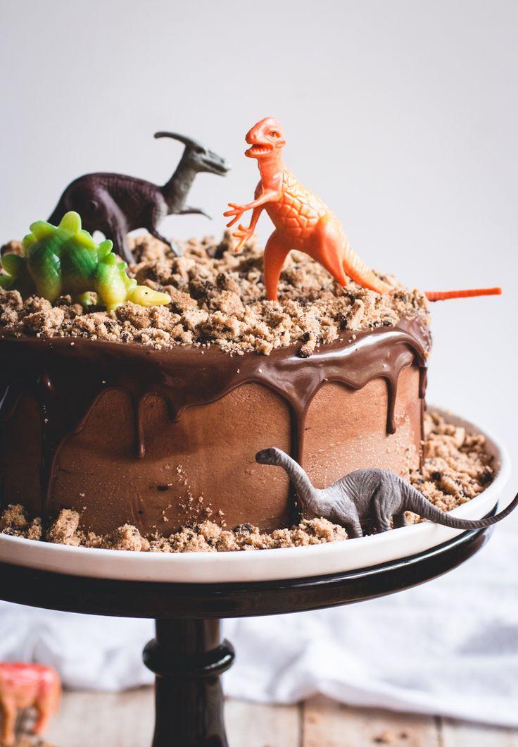 Chocolate Chips Ahoy Dinosaur Cake // butterlust.com @butterlustblog