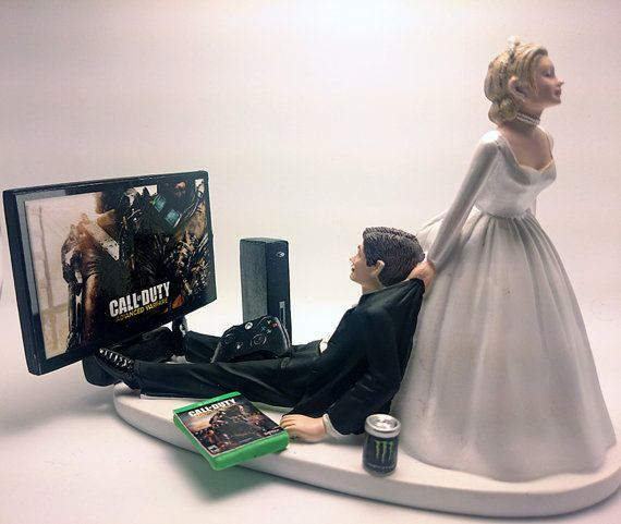 Call of Duty Funny Wedding Cake Topper Bride and Groom would of been perfect if it was ps4 instead of shitbox