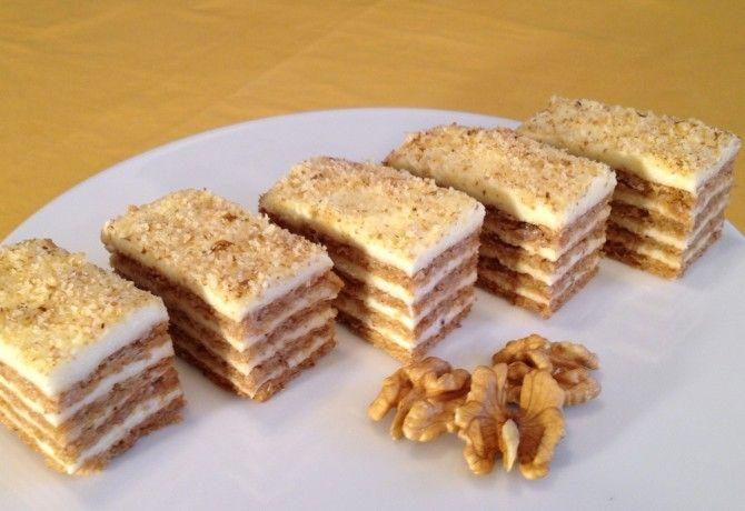 Lisztmentes diós sütemény Audrey konyhájából recept képpel. Hozzávalók és az elkészítés részletes leírása. A lisztmentes diós sütemény audrey konyhájából elkészítési ideje: 35 perc