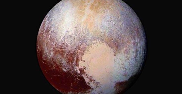 Un gigantesque océan se cacherait - il sous la surface de Pluton?