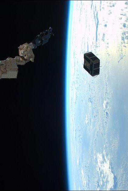 Le 15 décembre dernier, Timothy Peake s'envolait à bord de la fusée Soyouz TMA-19M pour rejoindre la Station spatiale internationale (ISS). Ce papa de 43 ans, qui est devenu le premier astronaute britannique à faire une sortie orbitale dans l'espace, a dû laisser sur Terre sa femme Rebecca ainsi que ses deux garçons Oliver, quatre ans, et Thomas, six ans, pour une durée de six mois