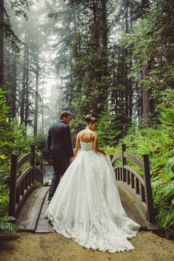 lovely romantic wedding photo ideas on bridge