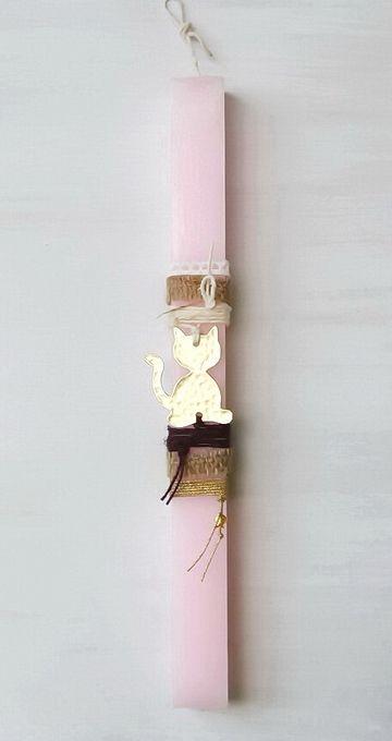 lb5008 {13,50 €} λαμπάδα από χοντρό χειροποίητο κερί με ακατέργαστη υφή και επίχρυση σκαλιστή γάτα (αρωματικό κερί, 31x3 εκ.)