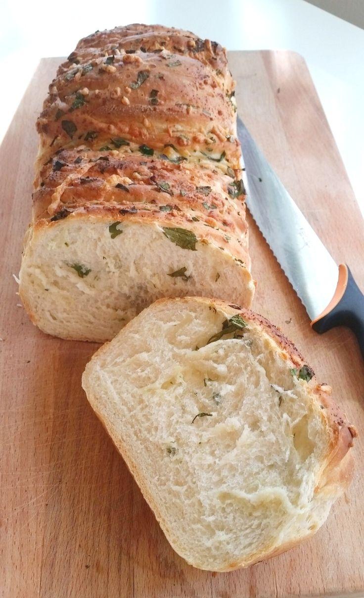 Vitlöksbröd med örter och ost – ZEINAS KITCHEN